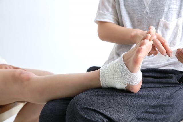 足首捻挫での内出血