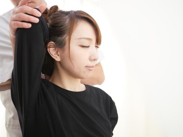 肩甲骨周辺の背中の痛み